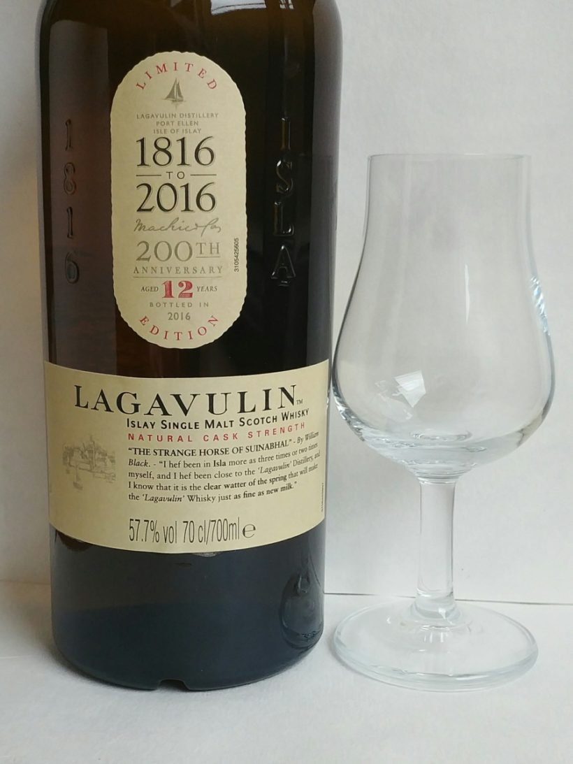 Mocno torfowa whisky Lagavulin Cask Strenght